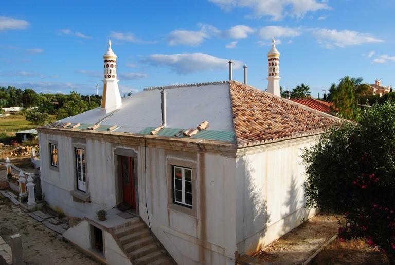 Viviendas del siglo XX, típicas de Algarve   Tejas Borja