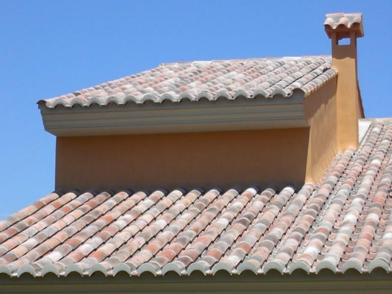 cubierta inclinada con ejas cerámicas Celler® 50×21 en acabado Centenaria® Tierra
